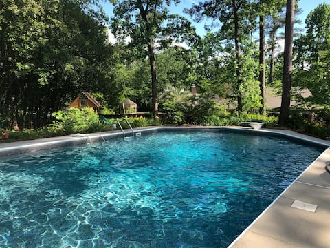 Carriage House: Studio Bed & Bath - Saltwater Pool