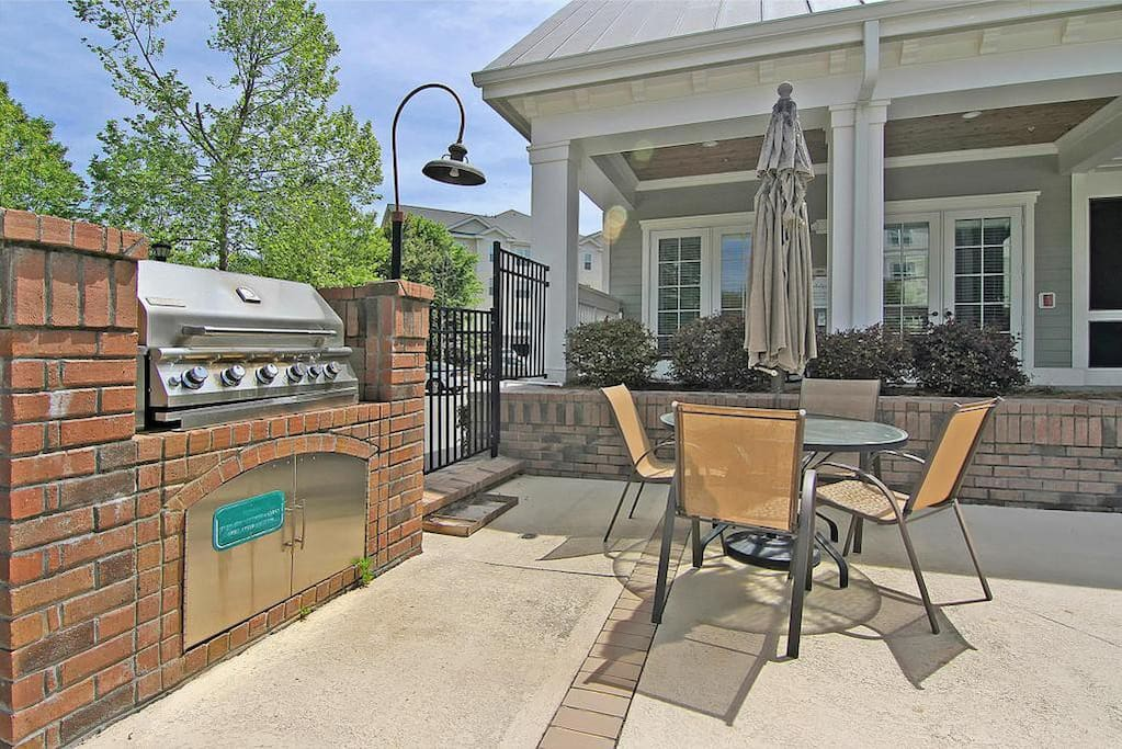 Charcoal Grill & Screened Porch