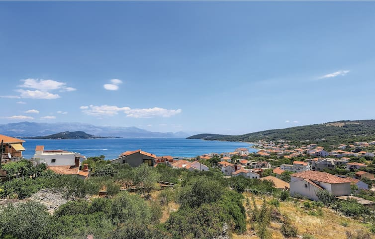 Holiday apartment with 2 bedrooms on 37m² in Slatine