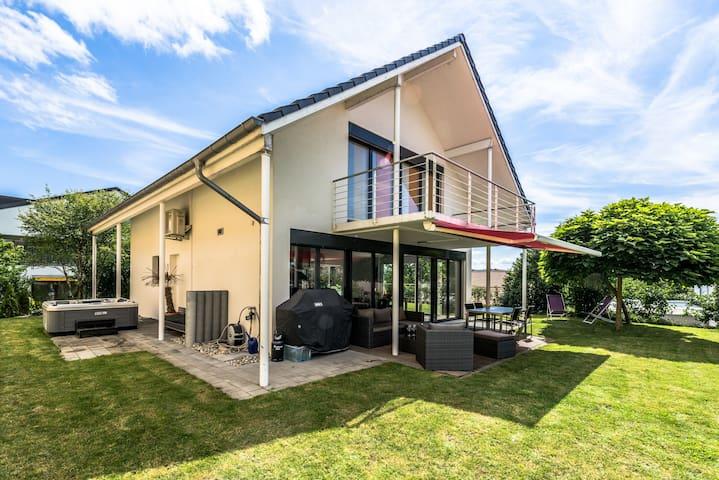 Villa moderne très lumineuse avec Jardin & Jacuzzi