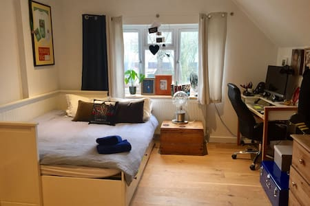 #5 DOUBLE OR SINGLE ON SUITE M25 M40 M4 Heathrow - Maidenhead - Haus