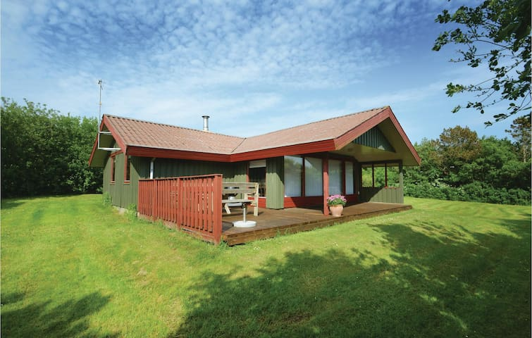 Holiday cottage with 3 bedrooms on 71m² in Vestervig
