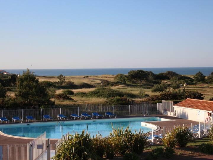 Charmant T2 avec belle vue mer, piscines, au calme