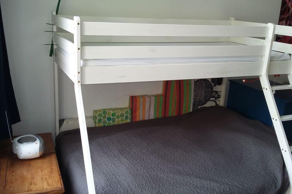Bett für 3 Erwachsene oder mehr Kinder