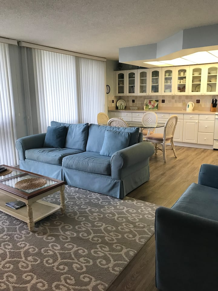 1 Bed Direct Beach Access, Close to J.W. Marriott!!