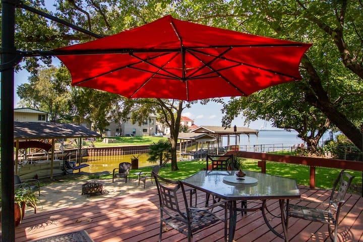 Liz's Cedar Creek Lake Retreat!