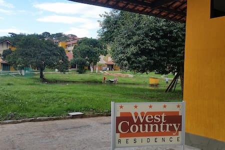 West Country - Clima de Fazenda dentro da cidade
