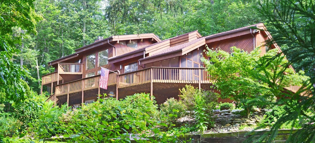 Limestone Lodge (Tracey & Lance - managers)
