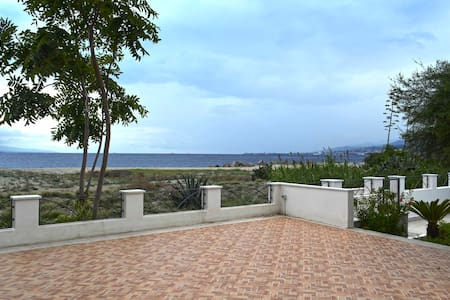 Villa Barbera - Villa by the sea - Messina