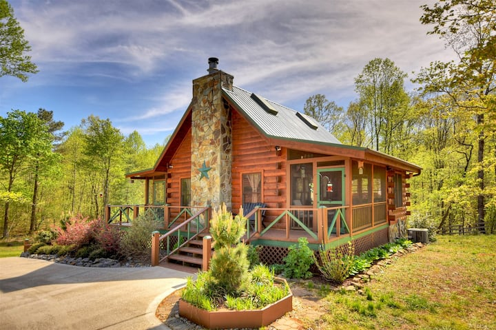 Cozy Bear Cabin is the perfect balance of modern day living and the rustic outdoors.