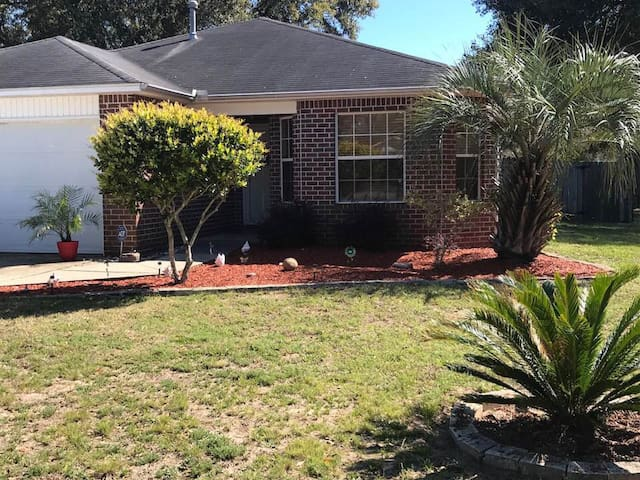 Handicap Family Home Close to Five Flags Speedway!