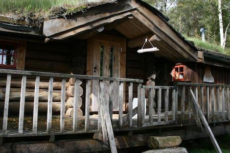 Liten tømmerhytte på Fossdal Gaard - Kvinesdal - Chalet