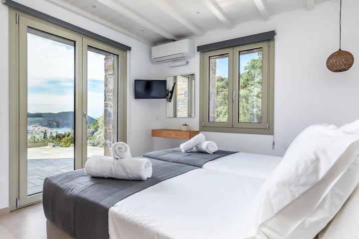 2nd Bedroom - 2 single beds