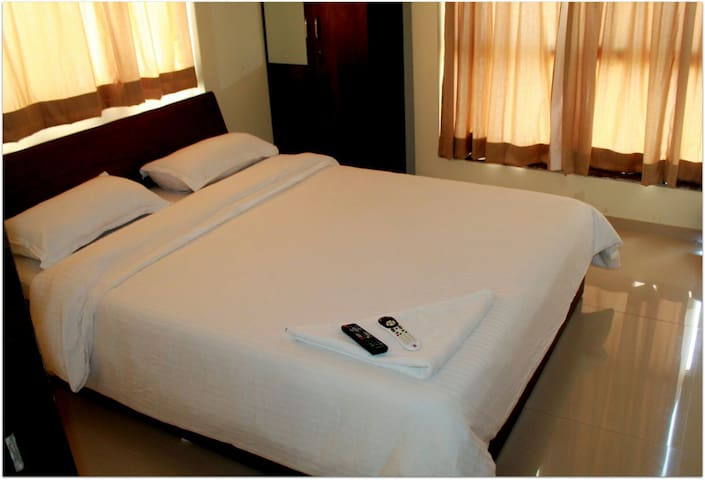 Sanitized Stay, Pvt Bedroom Kharadi with Ac+wfi+Bf