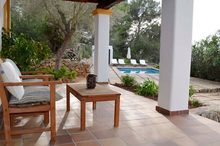 Cottage with pool, family friendly -2015026555- - Talo