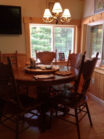 True North getaway with fantastic foliage. - Rangeley - Huis