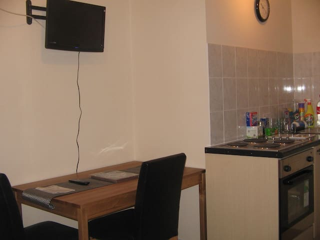 COSY SELF CONTAINED 1 BED FLAT