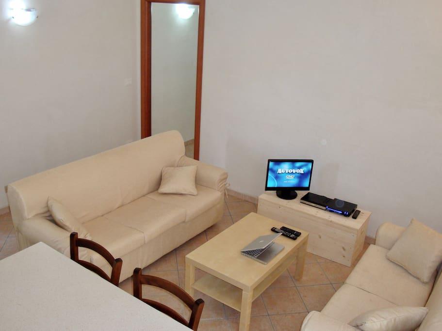 Soggiorno e Cucina aperta, TV, Wi-Fi ADSL, Nespresso Livingroom and open concept Kitchen, TV, Wi-Fi ADSL Network, Nespresso
