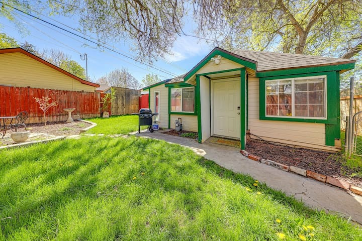 Adorable cottage - walk to downtown/BSU, perfect for a couple!