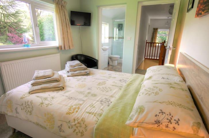 Bedroom 2, Double Bed