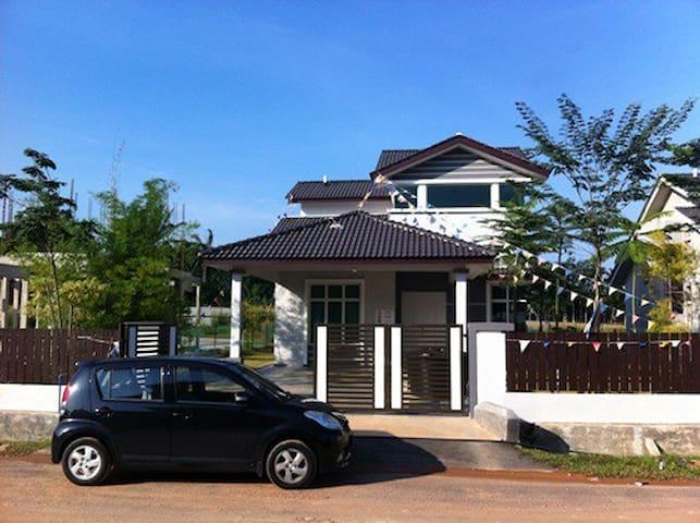 Melaka - Durian Tunggal - Bungalow