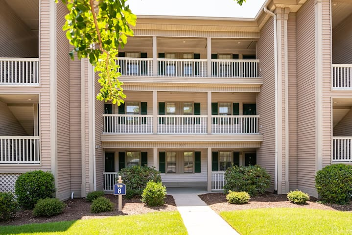 TB 8F  Second floor Condo True Blue Golf/Tennis/Pool Accessible