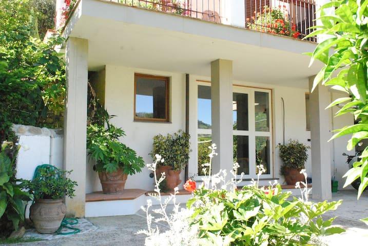 Parte di casa  con giardino - Strettoia - Flat