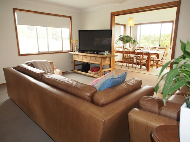 Cosy bungalow in popular family friendly location
