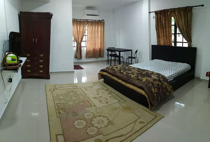 Room @ Lrg Hj Salim