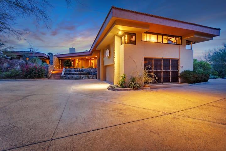 100% Solar- Frank Lloyd Wright beauty on Camelback