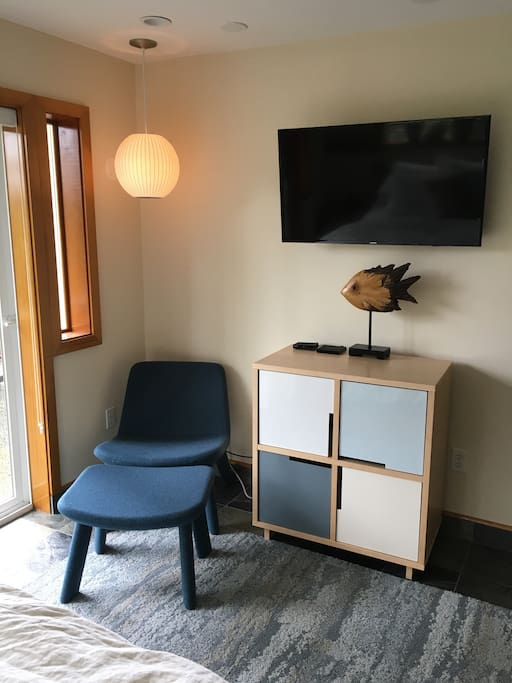 Seating and tv in bedroom