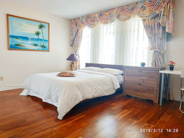 Private Bathroom , near YVR & DT, free parking,#1