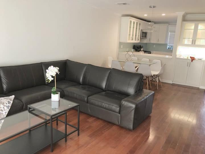 Santa Monica Condo with Roof Deck and Parking!