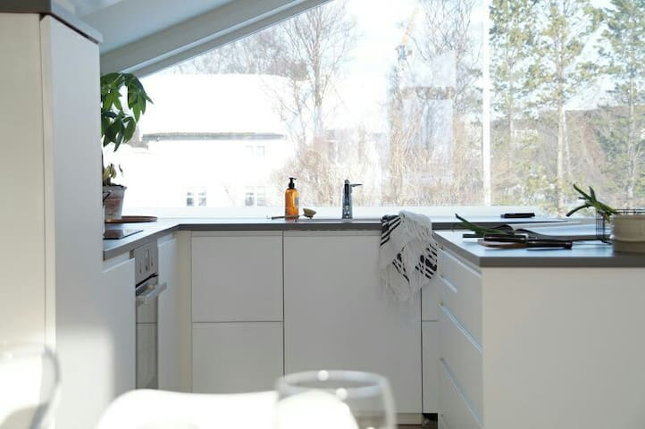 Room in new apartment 10min from city center - Tromsø - Byt