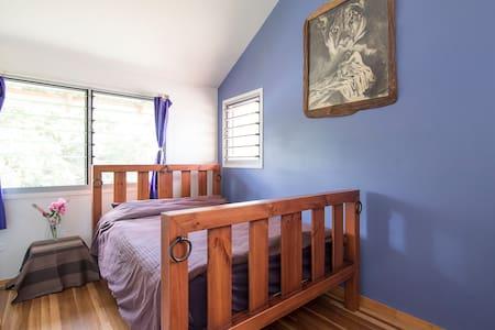 Bedroom in modern home.  - Federal - Hus