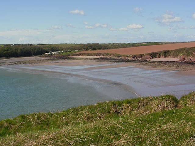 Entire home 5 mins from beach Pembrokeshire