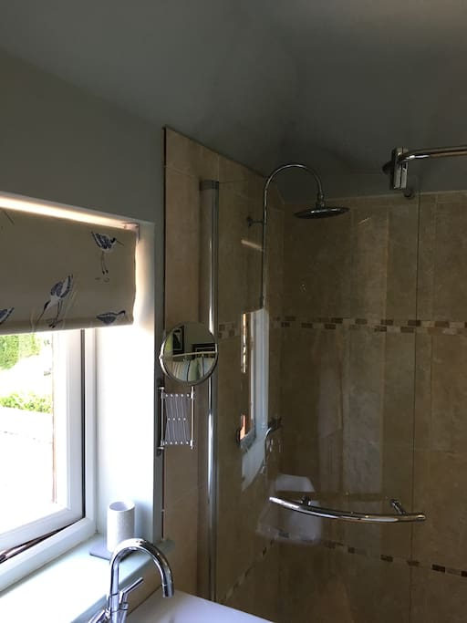 spacious poer shower