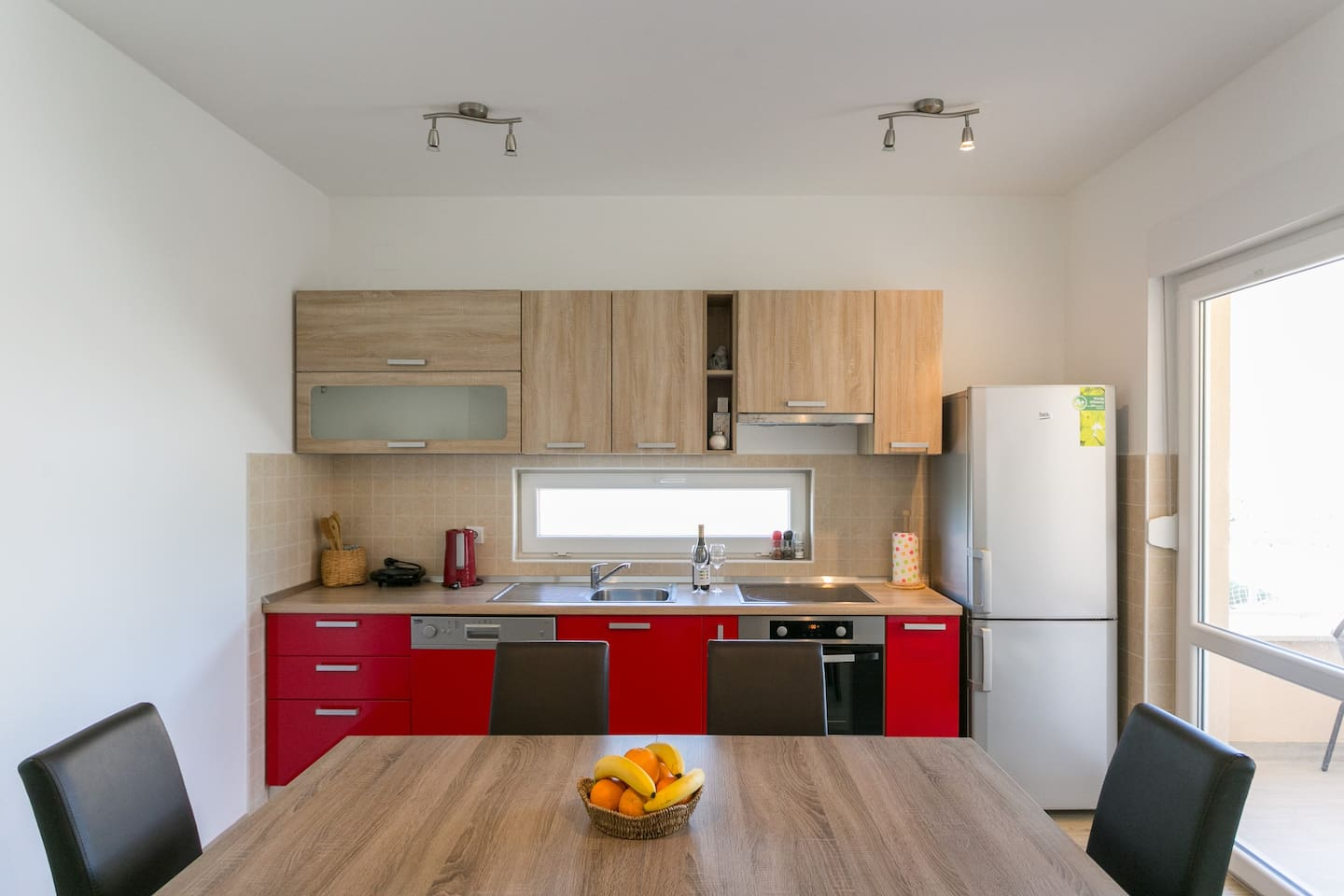 Fitted and fully equipped kitchen