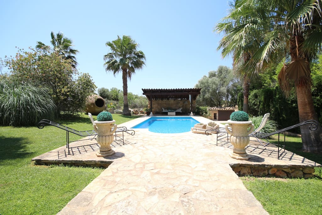 Big garden, with BBQ and baroque swimming pool.