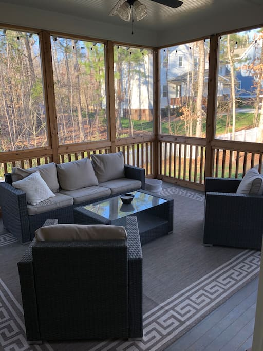 Screened in porch to relax