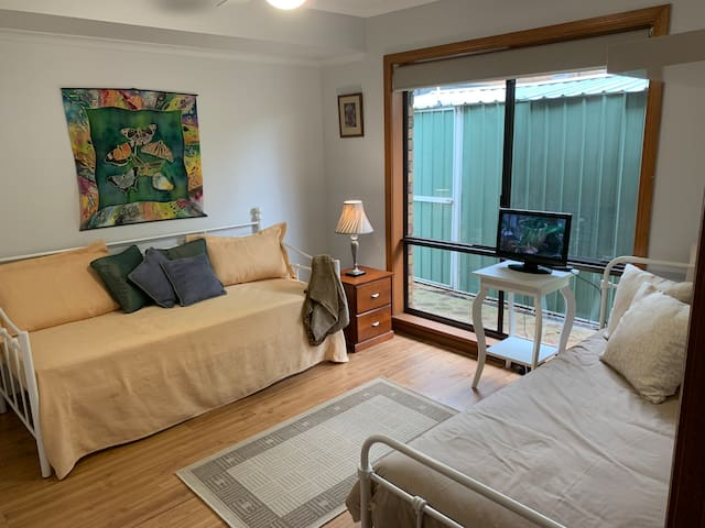 Twin room with two single beds, built in wardrobes, TV, ducted reverse cycle air conditioning and ceiling fans