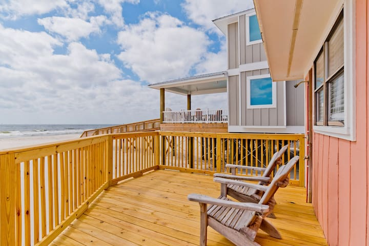 Beachfront Cottage, Pet Friendly! Short Stays in Summer!!