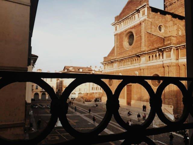 Amazing flat in Piazza del Duomo Pavia