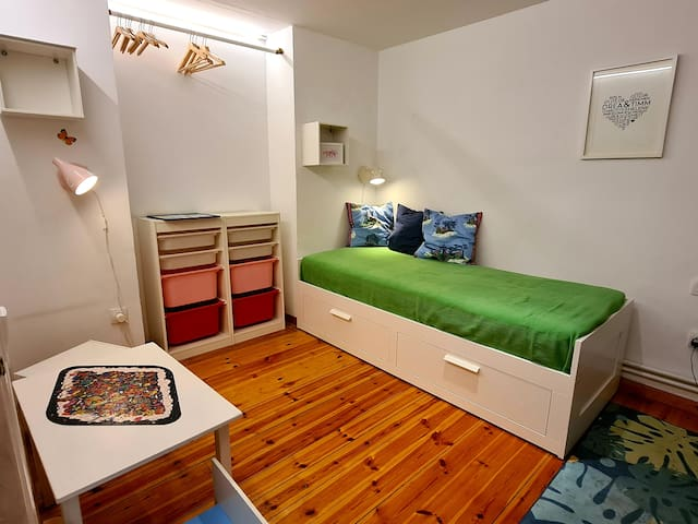 This bedroom is located next to the master bedroom, the bed can be extended into a double bed (160x200)
