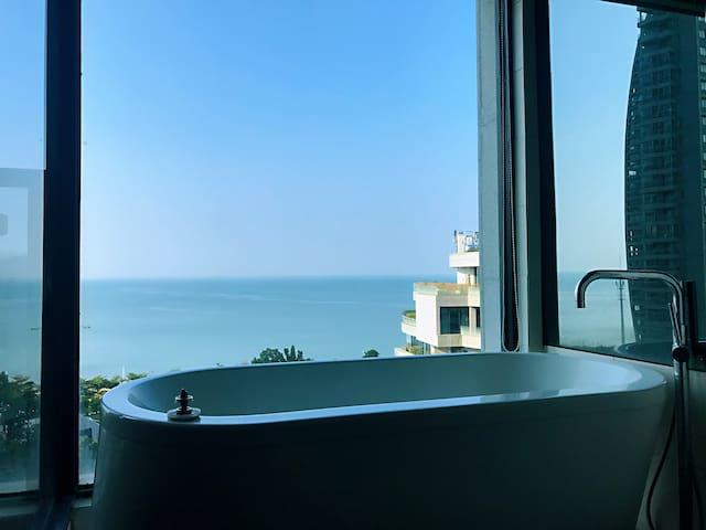 限时特惠【隅·舍】海角日记_黑白·极简_Simple Life~超大投影~海景浴室~楼下金滩近老街