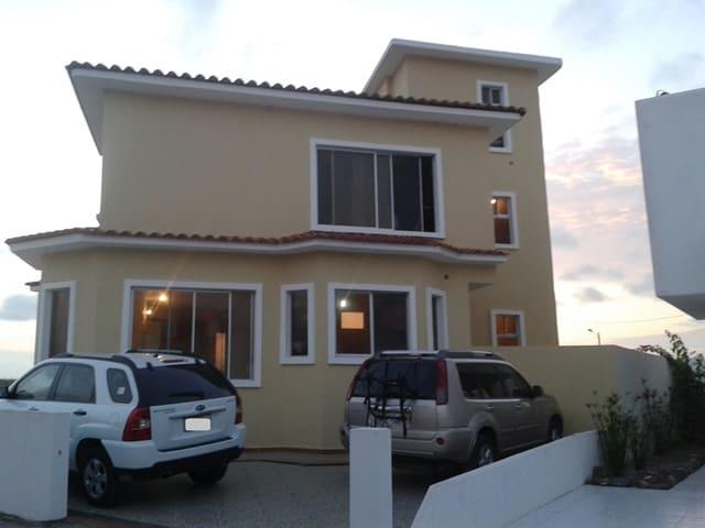 Casa frente a la playa con piscina - Esmeraldas - Haus