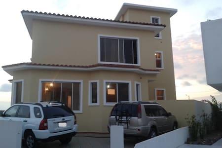Casa frente a la playa con piscina - Esmeraldas