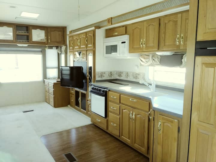 Relax & Enjoy Yuma Foothills Lovely 34ft Trailer