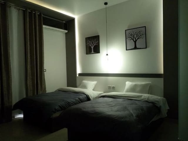 Double Room 2 single beds ,( Private Bathroom) B.B