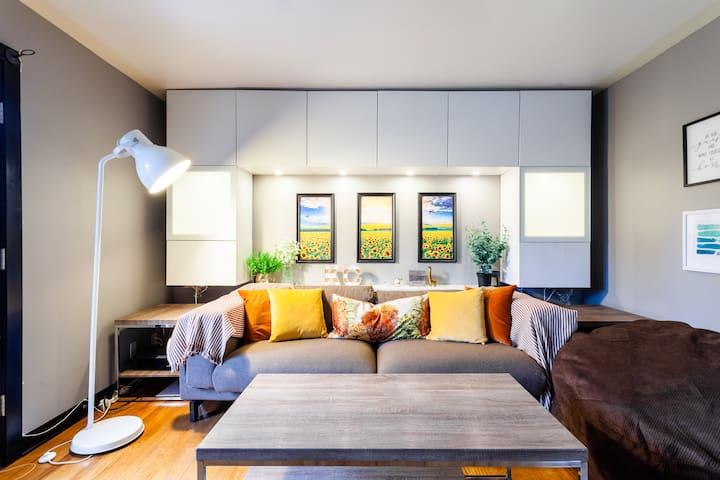 Cozy Top-floor Plaza 1 bed-room condo w/ kitchen